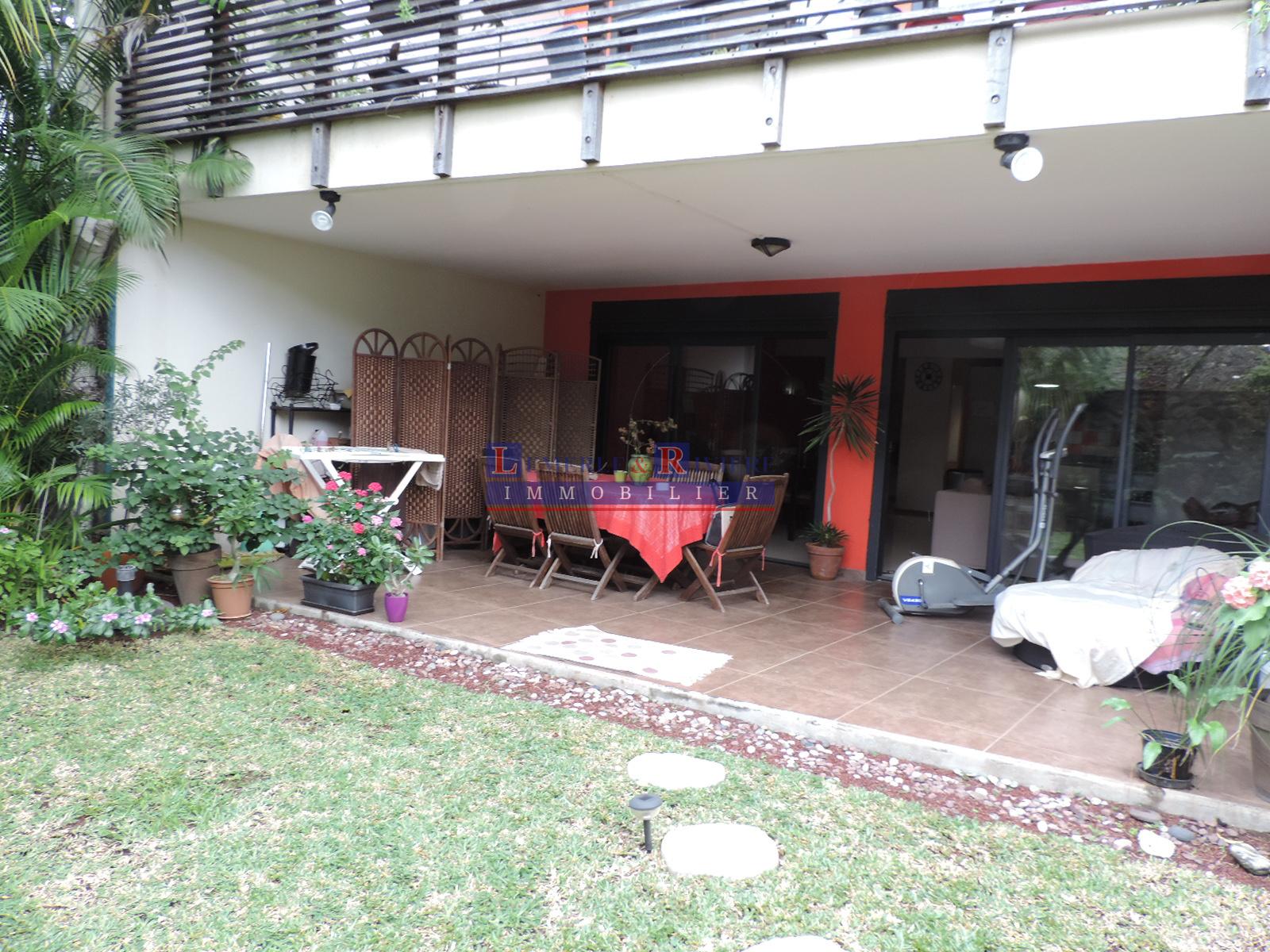 Annonce location maison saint pierre 97410 87 m 900 for Le jardin reunionnais 97410